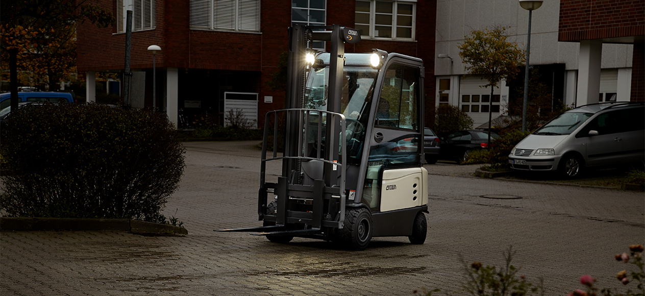 SC forklift with hard cabin and travel light package