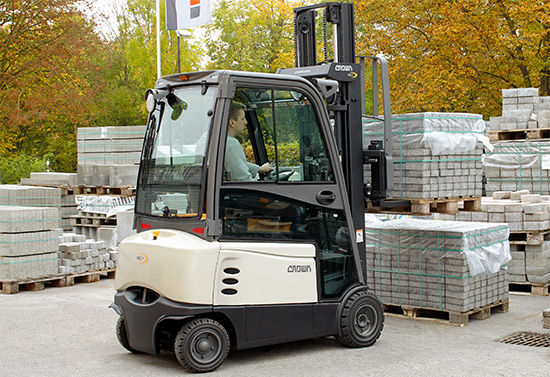 SC forklift with hard cabin in outdoor application