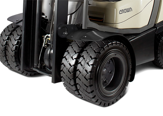 C-5 gas forklift with super-elastic dual tyres