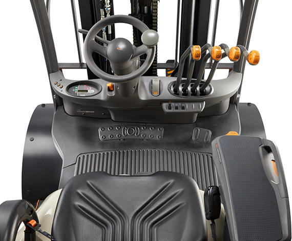 the gas forklift C-5 features a spacious operator compartment