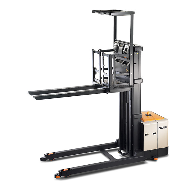SP high-level order picker is available with fixed forks and lifting forks