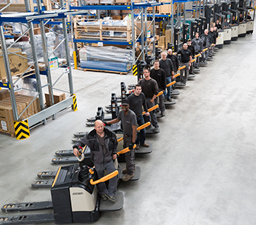 Crown forklift fleet ensures maximum flexibility for high-speed delivery