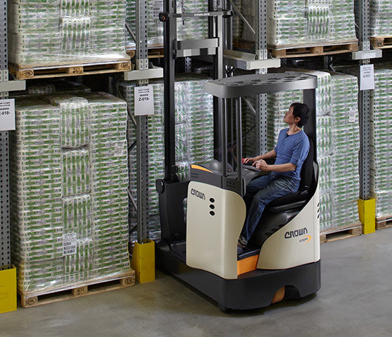 ESR Series sit-down reach truck: 4 models, 3 capacities and 13-metre lift height