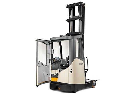 ESR Series reach truck freezer cabin keeps the operator comfortable in temperature extreme applications.